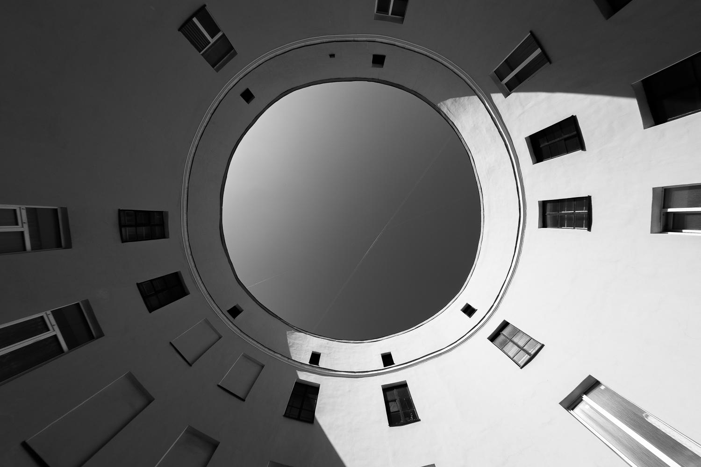 Двор-кольцо на Набережной реки Фонтанки, 92